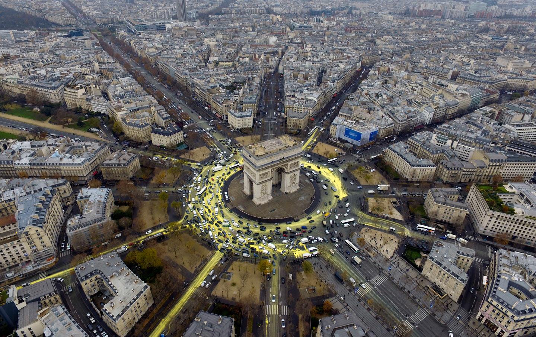 Aerial View of Place de lrEtoile, Paris, France загрузить